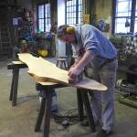 Eichenholztischplatte schleifen
