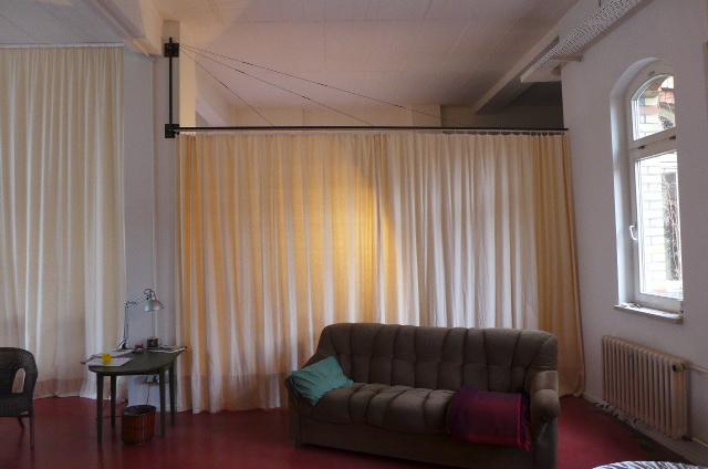 vorhang als raumteiler k hn design metall. Black Bedroom Furniture Sets. Home Design Ideas